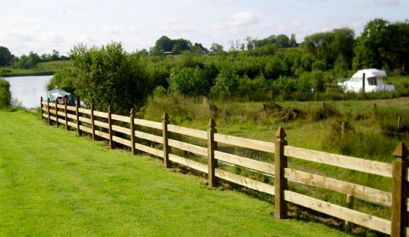 wooden-long-fence.jpg